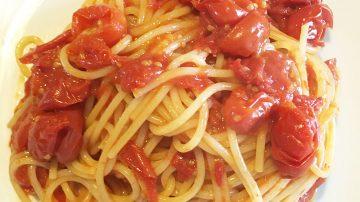 spaghetti di farro e datterini